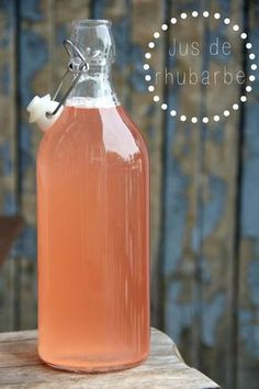 Rhubarb juice from Montreal summer - Tohu-Bohu - rhubarbe - Raw Food Recipes Non Alcoholic Drinks, Cocktail Drinks, Cocktails, Rhubarb Juice, Fruit Juice, Fresh Fruit, Montreal, Watermelon Lemonade, Bourbon