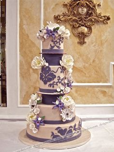 so pretty simple white wedding cake by Two Fat Cats Most Beautiful Cakes Ever Fancy Cakes, Cute Cakes, Pretty Cakes, Amazing Wedding Cakes, Amazing Cakes, Bolo Original, Decors Pate A Sucre, Purple Cakes, Engagement Cakes