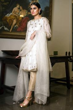 Picture of Regal white Pakistani Formal Dresses, Pakistani Dress Design, Pakistani Outfits, Indian Dresses, Indian Outfits, Indian Designer Outfits, Designer Dresses, Eid Outfits, Wedding Outfits