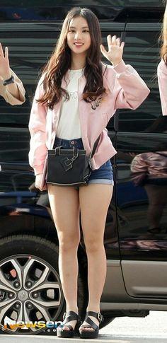Mini dress, mini skirt, mini shorts - the best collection! Kpop Girl Groups, Korean Girl Groups, Kpop Girls, Cute Asian Girls, Cute Girls, Kpop Fashion, Korean Fashion, Music 2015, Japan Girl