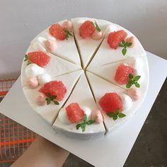 Instagram media by _one.more - 오늘의 디저트는 자몽케이크, 당근케이크, 초코바나나케이크가 준비 되어 있습니다! 그리고…