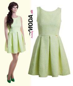 Trendové dámske krátke šaty v atraktívnom odtieni zelenej pastelovej farby-trendymoda.sk