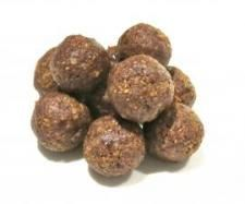 and Almond Protein Balls 330 g raw whole almonds 60 g vanilla protein powder 16 pitted dates 2 tablespoon cocoa/cocao powder 1 tablespoon natural vanilla extract teaspoon ground cinnamon MC of water Clean Recipes, Sweet Recipes, Dog Food Recipes, Snack Recipes, Cooking Recipes, Protein Powder Recipes, Vanilla Protein Powder, Protein Recipes, Protein Ball