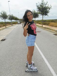 http://unachicasual.blogspot.com.es/2014/07/i-love-skates.html  roller, me, girl, fashionblogger, ootd, outfit, look, inspiration, patines, short, camiseta, nike, levi's