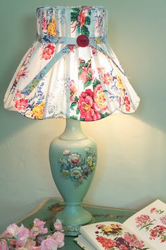 Easy And Cheap Diy Ideas: Shabby Chic Lamp Shades Ribbons table lamp shades mid century. Shabby Chic Bedrooms, Shabby Chic Cottage, Bedroom Vintage, Trendy Bedroom, Vintage Diy, Vintage Lamps, Vintage Ideas, Vintage Roses, Victorian Lamps
