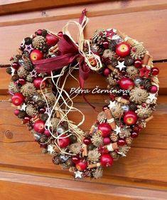Christmas Door Wreaths, Handmade Christmas Decorations, Christmas Mood, Heart Decorations, Holiday Wreaths, Rustic Christmas, All Things Christmas, Christmas Crafts, Holiday Decor