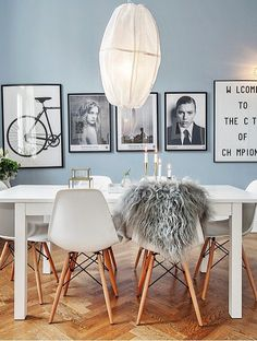 Scandinavian design in the dining room - 50 inspiring ideas .- Scandinavian design in the dining room white furniture set and light blue walls Scandinavian Interior Design, Scandinavian Home, Home Interior Design, Home Design, Design Interiors, Kitchen Interior, Blue Interiors, Modern Interiors, Interior Modern