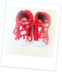 chaussons baskets bébé pour une naissance de couleurs rouge et blanche : Mode Bébé par babanou84