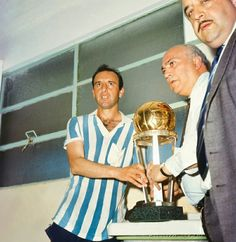 Oscar Martin of Racing Club of Argentina with the Intercontinental Cup in 1967.