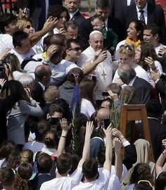 Pope Francis poses for pictures with faithful at the end of a Palm Sunday service in St. Peter's Square, at the Vatican, Sunday, April 13, 2014. (AP Photo/Gregorio Borgia) ▼13Apr2014AP|Pope poses for 'selfies' after Palm Sunday homily http://bigstory.ap.org/article/pope-leads-palm-sunday-procession-vatican #Vatican #Pope_Francis #Papa_Francisco #Papa_Francesco