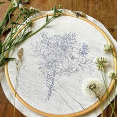 Bouquet champêtre prêt à être brodé 🌿😊🌿 . . . . . . . . . . . #flowers #flower #champêtre  #campagne #countryside #bouquet #plants #nature #plantes #hoopembroidery #hoopart #draw #dessin #handembroidery #embroidery #embroideryart #broderie #broderiemain #handmade #faitmain #brodeuse #embroidered #bordado #madeinfrance #delphil #tatoueusedetissu© #modernembroidery #contemporaryembroidery #embroideryinstaguild #embroiderylove