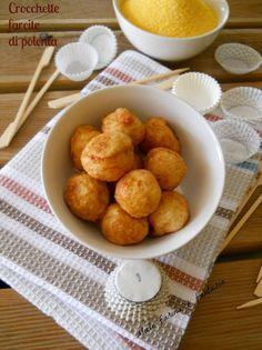 Stuffed Polenta croquettes recipe for finger food - casetta natale Polenta, Party Food Options, Buffet, Croquettes Recipe, Arancini, Food Tags, Antipasto, Pretzel Bites, Food Truck