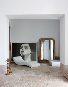 Modern chaise and large scale art in a minimalist setting # Valentina Sommariva photography Interior Exterior, Interior Architecture, European Style Homes, Interior Decorating, Interior Design, Interior Styling, Minimalist Interior, Home Living, Beautiful Interiors