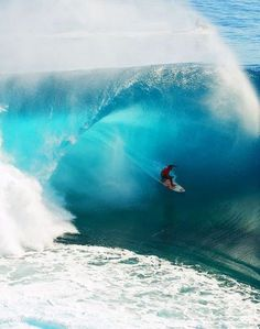 A surfer inside a barrel - via www.murraymitchell.com