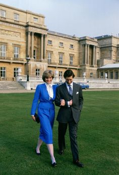 Engagement photo of HRH, Charles, The Prince of Wales, and Lady Diana Spencer. Feb1981. #royalty