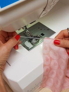 Rollsaum mit Nähmaschine Tutorial Sewing Hacks, Sewing Tips, Diy And Crafts, Handmade, Sew Mama Sew, Dressmaking, Tips And Tricks, Tutorials, Hand Made