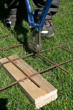 Vindskydd terrass Porch Garden, Garden Fencing, Fence Screening, Diy Pergola, Yard Art, Garden Inspiration, Plank, Decoration, Outdoor Power Equipment