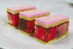 Punčové rezy mini Meringue Kisses, Cheesecake, Punk, Recipes, Food, Basket, Cheesecakes, Essen, Eten