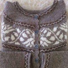 Kristín is a lovely Icelandic yoke sweater designed by Margrét Halldórsdóttir from Móakot. Knitting Designs, Knitting Projects, Knitting Ideas, Crochet Hooks, Knit Crochet, Fingering Yarn, Cardigan Pattern, Sweater Design, Shawls And Wraps