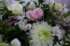 wedding photography Country Farm, Farm Wedding, Wedding Bouquets, Succulents, Wedding Photos, Wedding Photography, Plants, Marriage Pictures, Wedding Brooch Bouquets