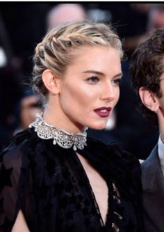 The Celebrities With Better Plaits Than The Disney Princesses – soFeminine UK The Celebrities With Better Plaits Than The Disney Princesses Everyone needs a gal pal that can braid their hair for a night out, fancy it Sienna Miller? Box Braids Hairstyles, Night Out Hairstyles, Try On Hairstyles, Bride Hairstyles, Sienna Miller, Bad Hair, Hair Day, Hair Cute, Long Box Braids