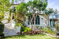 Inside Celebrity Homes: Sia Home in LA - Celebs snatching up beautiful homes in Los Angeles is nothing new: Some are monstrous mansions, a few are small and qua Spanish Colonial Homes, Spanish Style Homes, Spanish House, Spanish Revival, Inside Celebrity Homes, Celebrity Houses, 1920s House, Mediterranean Style Homes, Los Angeles Homes