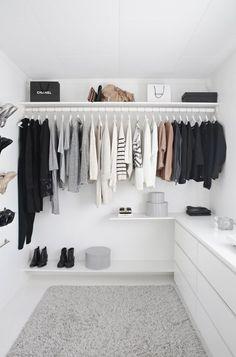 French minimalist decor window minimalist home bedroom gray. walk-in closet, wardrobe, ikea, white, stylizimo home Walking Closet, Minimalist Closet, Minimalist Decor, Minimalist Bedroom, Walk In Wardrobe, Wardrobe Design, Bedroom Wardrobe, Capsule Wardrobe, Wardrobe Doors