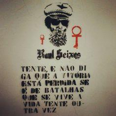 """...se é de batalhas que se vive a vida..."" #silkaRaul #RaulSeixas @ Rua de Casa, Botucatu -SP"
