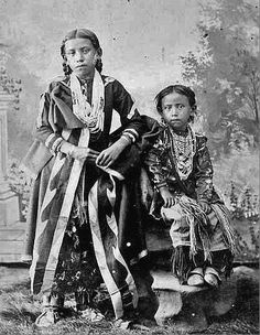 vintage everyday: Native American Kids – 31 Rare Ponca children traditional regalia, Arkansas City, Kansas, 1892 Vintage Photos of Indian Children in the late Century PUBLIC DOMAIN Native Child, Native American Children, Native American Images, Native American Clothing, Native American Beauty, Native American Tribes, Native American History, Canadian History, African History