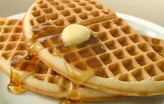 It really doesn't matter when breakfast lunch or dinner anytime is a good time for WAFFLES! Waffles Sin Gluten, Healthy Waffles, Breakfast And Brunch, Do You Like Waffles, Cornmeal Waffles, Waffle Bar, Waffle House, My Best Recipe, Waffle Recipes