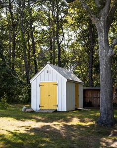 Architect Visit: A Kitchen Garden on Cape Cod - Gardenista Shed Design, Garden Design, Painted Shed, Country Cottage Garden, Backyard Buildings, Yellow Doors, Forest House, Cape Cod, Outdoor Gardens
