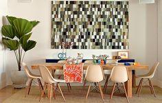 O destaque da sala jantar é a fotografia de Fernando Velázquez, que ocupa boa… Dining Room Design, Modern Dining Room, Dining Room Decor, Decor, Dining Room Chairs Modern, Beautiful Kitchens, Interior Design Inspiration, Home, Dinning Room Design