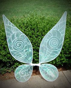 Accessoires zum Tinkerbell Kostüm selber machen - Feenflügel basteln Fairy Wings Costume, Diy Fairy Wings, Diy Wings, Tinker Bell Costume, Tinkerbell Wings, Tinkerbell Party, Tinkerbell Costume Kids, Diy Costumes, Costumes For Women