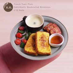 Miniature French Toast Plate Dollhouse ♡ ♡ By Petit Palm Barbie Food, Doll Food, All The Small Things, Mini Things, Tiny Food, Fake Food, Polymer Clay Dolls, Polymer Clay Miniatures, Miniature Crafts