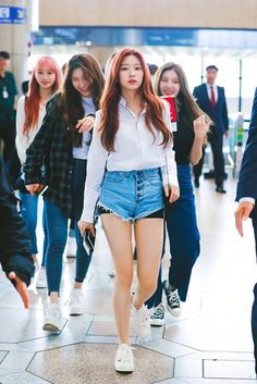 190524 Kim Minjoo Owns The Runway @ The Airport Korean Fashion Kpop, Kpop Fashion Outfits, Blackpink Fashion, Fashion Models, Casual Wear, Casual Dresses, Kpop Mode, Japanese Girl Group, Airport Style