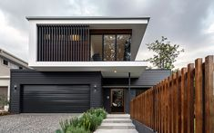 Beautiful Australian Modern Homes. New homes and old homes with modern renovation additions using JH Scyon cladding. House Cladding, Exterior Cladding, Facade House, Wall Cladding, Cladding Ideas, Design Exterior, Facade Design, Modern Exterior, Cladding Design