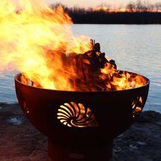 Fire Pit Art Beachcomber acier foyer au bois / gaz F - Bois Flotté Deco Ideas Fire Pit Art, Metal Fire Pit, Concrete Fire Pits, Wood Burning Fire Pit, Diy Fire Pit, Fire Pit Wayfair, Natural Gas Fire Pit, Propane Fire Pit Table, Fire Pit Materials