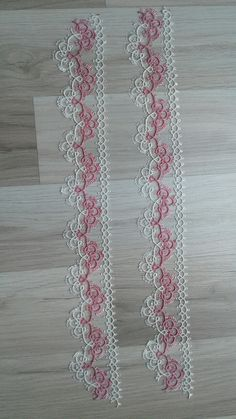 Gift for the mom's day💕👩👧👦 For the number of knots, you have to count the lines 🍀 inevavae pattern visualpattern tattingearrings… Shuttle Tatting Patterns, Needle Tatting Patterns, Knitting Patterns, Tatting Jewelry, Tatting Lace, Lace Doilies, Crochet Doilies, Art Du Fil, Tatting Tutorial