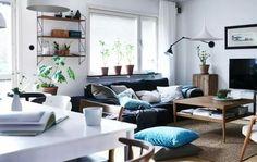 Nettes Wohnzimmer, vor allem die Idee mit der Wandlampe!