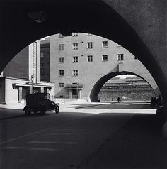 Karl-Marx-Hof, Vienna − Edith Tudor-Hart − t − Artists A-Z − Online Collection − Collection − National Galleries of Scotland Karl Marx, Harlem Renaissance, Classical Architecture, Art And Architecture, Bauhaus, Vintage Photography, Street Photography, Nordic Classicism, Amsterdam School