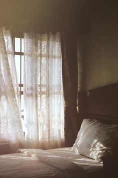 He remembered the bedroom, wide and open, with light coming in through the windows. My New Room, My Room, Interior Exterior, Interior Design, Vie Simple, Morning Light, Country Life, Country Charm, Inspiration