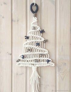 Basic Macrame Knots : Step by Step Guide Macrame Wall Hanging Diy, Macrame Curtain, Macrame Knots, Micro Macrame, Yarn Crafts, Diy And Crafts, Handmade Christmas, Christmas Crafts, Xmas