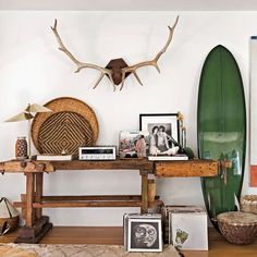 Get The Look: The California Surf Shack. The casual cool look of the California beach bungalow comes to life in the new book, Surf Shack: Laid-back Living by the Water Surf Shack, Beach Shack, Surf Vintage, Cool Vintage, Decoration Surf, Surf Decor, Surf Style Decor, Surf House, Beach Cottage Style
