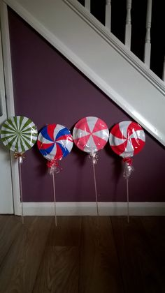 Paper plate lollypops for Gingerbread house Santa's grotto