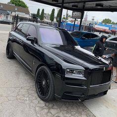 Rolls-Royce Voiture Rolls Royce, Rolls Royce Cars, New Rolls Royce, New Luxury Cars, Luxury Car Brands, Rich Cars, Rolls Royce Cullinan, Lux Cars, Mercedes Car