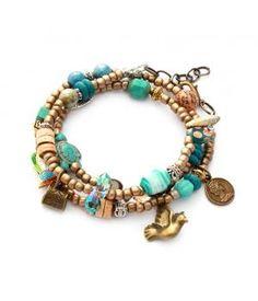 Supermooie wikkelarmband in goud en turquoise! Deze prachtige armband is een chique verschijning door het gebruik van alleen maar mooie materialen! De wikkelarmband wikkel je 3 keer om je pols en sluit met een karabijnslotje en verlengkettinkje.Deze ...
