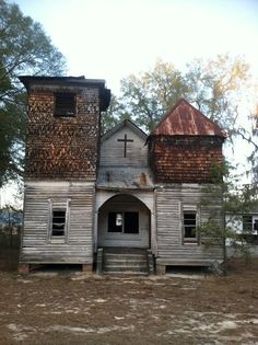 Abandoned church - Old wood Structure Abandoned Houses Abandoned Buildings, Old Abandoned Houses, Abandoned Mansions, Old Buildings, Abandoned Places, Old Houses, Haunted Houses, Old Country Churches, Old Churches