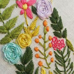 Embroidered flowers by Cristina of HandmaidStitch. Embroidered Hats, Embroidered Flowers, Hand Embroidery Projects, Embroidery Patterns, Beading Techniques, Fabric Flowers, Textile Art, Cross Stitch Embroidery, Needlework
