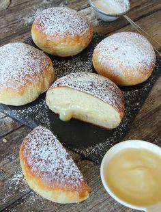 vaniljkrämsbullar8 Swedish Dishes, Baked Doughnuts, Sweet Pastries, Dessert Recipes, Desserts, Baked Goods, Bread Recipes, Food Photography, Food And Drink