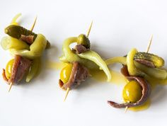 Gilda is a super quick and easy pintxo recipe, very typical from San Sebastian and with an amazing story behind! Tapas Recipes, Seafood Recipes, Wine Recipes, Appetizer Recipes, Great Recipes, Snack Recipes, Appetizers, Spanish Cuisine, Spanish Tapas
